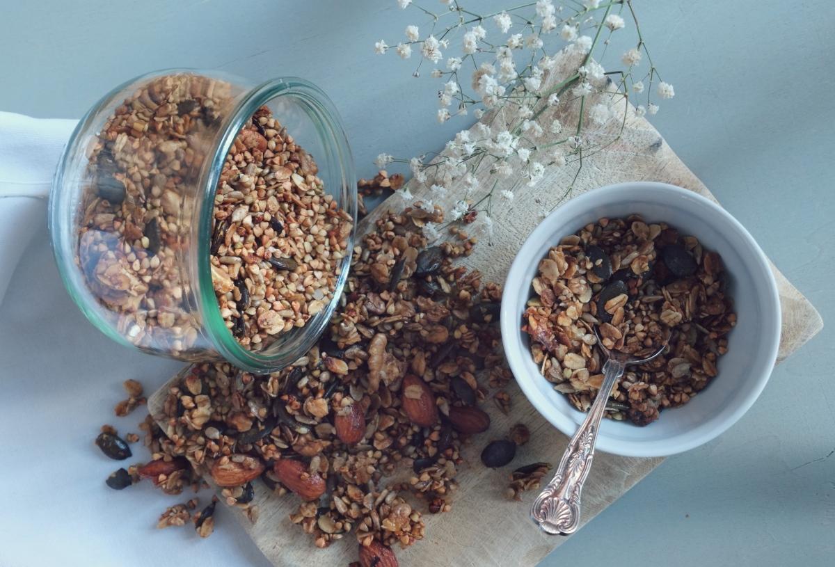 Knuspriges Buchweizen-Granola