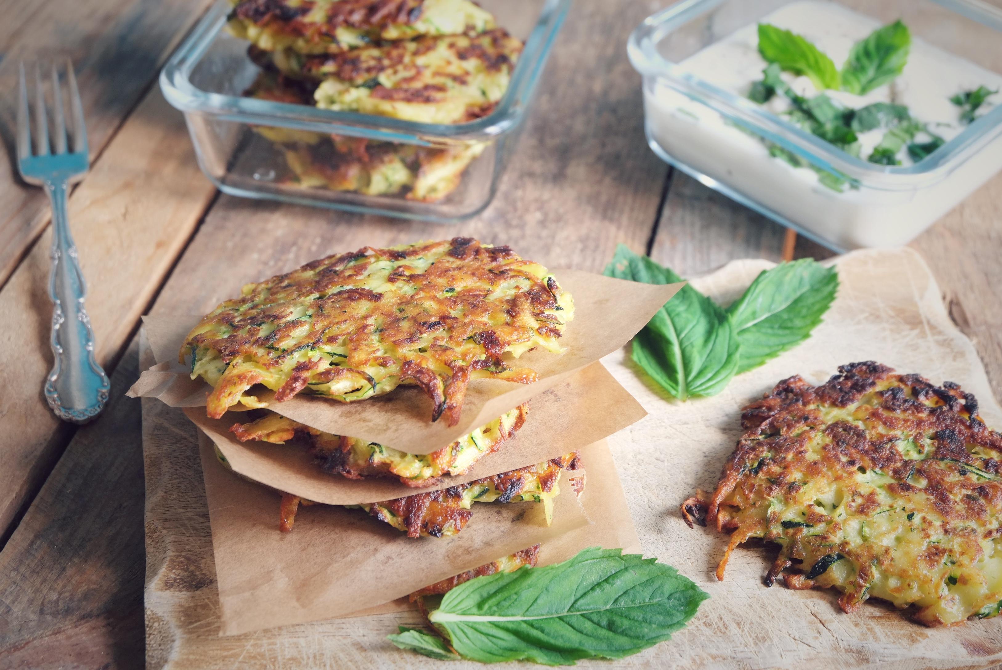 Zucchini-Fritters @ mehrpoweraufdauer.com